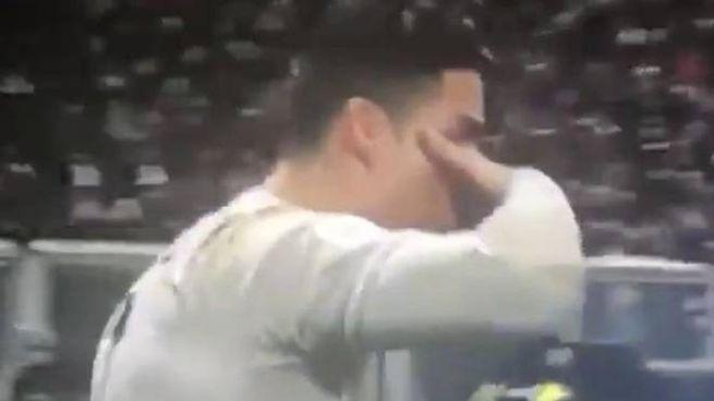 Cristiano Ronaldo fa la 'maschera' come Dybala (Ansa)