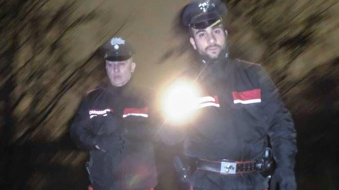 Controlli notturni dei carabinieri nel boschetto di Rogoredo