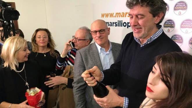 Marco Marsilio festeggia la vittoria (Dire)
