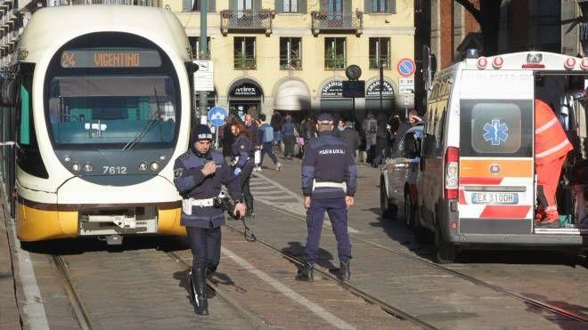 Polizia locale e soccorritori sul luogo dell'incidente (Newpress)