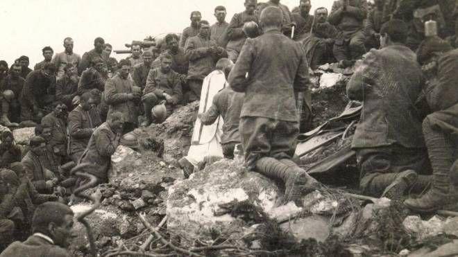 La prima adunata alpina sul Monte Ortigara dopo la Grande Guerra nel 1920 (Ansa)