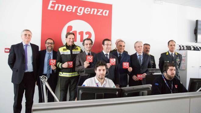 La visita alla centrale unica di risposta di Milano (Lapresse)