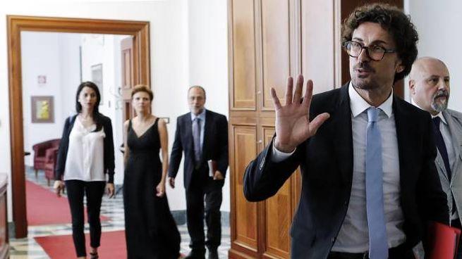 Il ministro dei Trasporti e delle Infrastrutture Danilo Toninelli (Ansa)