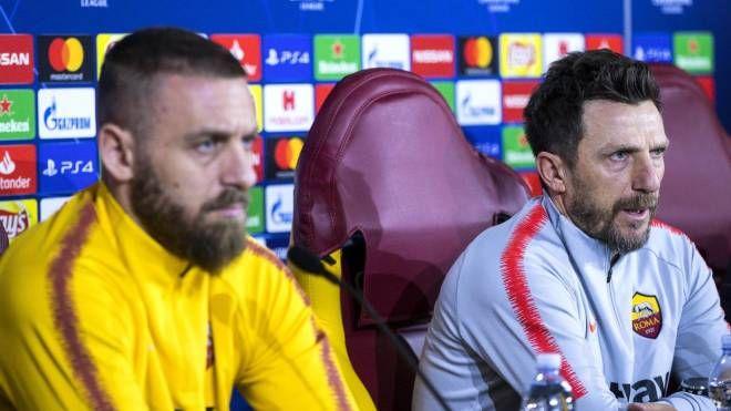 Daniele De Rossi ed Eusebio Di Francesco in conferenza stampa (Ansa)
