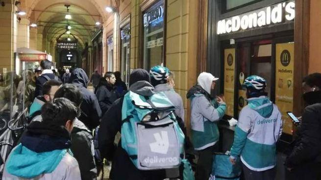 La protesta  dell'altra sera davanti al McDonald's di via Indipendenza