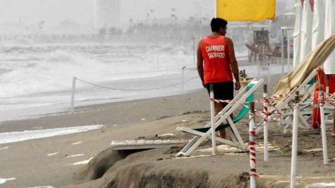 Una veduta della spiaggia dopo la mareggiate di ottobre