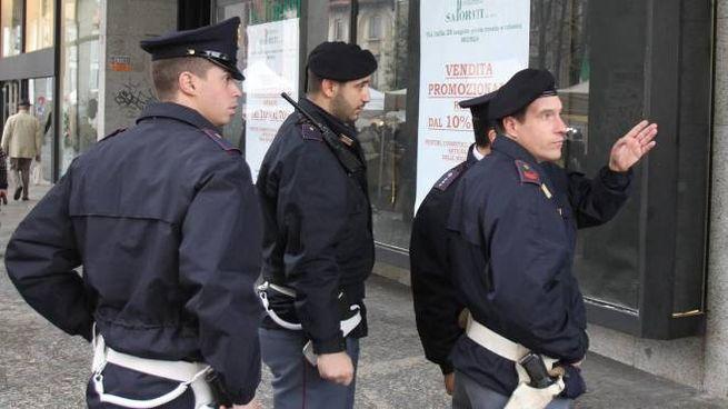 Polizia in centro: le loro indagini hanno ricostruito la vicenda