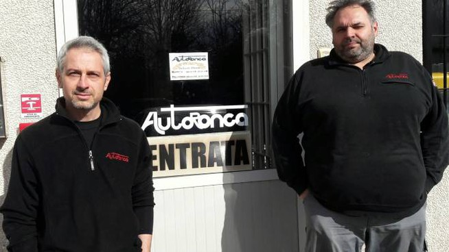 Daniele Venturi e Diego Natilli, soci dell'officina AutoRonca a Ponte Ronca