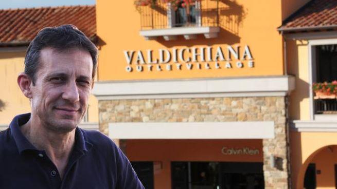 Massimiliano Peron, direttore dell'Outlet Valdichiana Village, difende le aperture domenicali