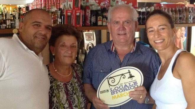 Valerio Omiccioli, primo a sinistra, con i genitori Mirella e Giancarlo e la sorella Morena