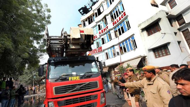 Incendio in un hotel di Nuova Delhi (Ansa)