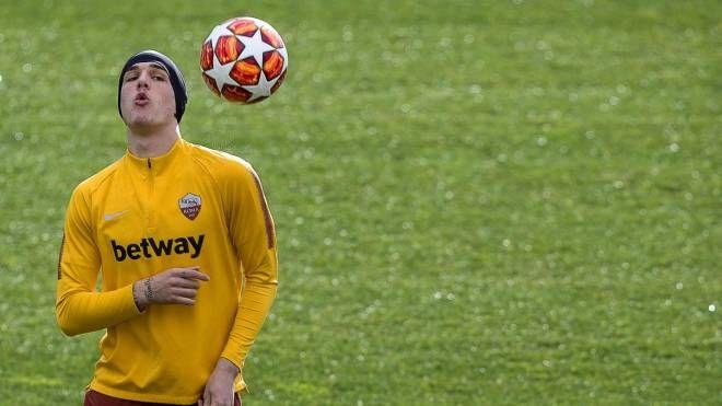 Nicolò Zaniolo si allena prima di Roma-Porto (Ansa)
