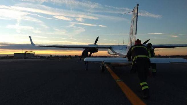 L'aereo viene spinto fuori pista, il Marconi può riaprire