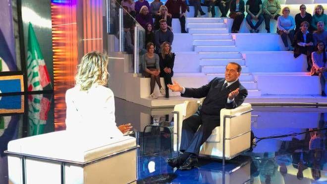 Silvio Berlusconi ospite a Pomeriggio 5 con Barbara D'Urso (Ansa/Facebook)