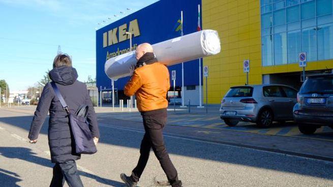 Ikea di corsico cambiavano il prezzo degli acquisti: trenta