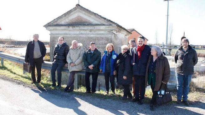 Ravenna, i fedeli salvano la chiesa (foto Corelli)