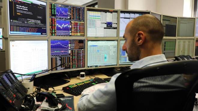 Operatore di Borsa (Ansa)