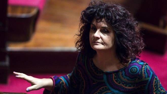 Paola Nugnes del M5s in aula al Senato (Ansa)