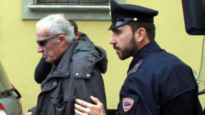 Giancarlo Vergelli subito dopo l'omicidio della moglie (Foto NewPressPhoto)