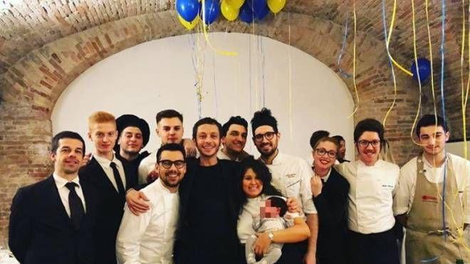 Valentino insieme allo staff dello scudiero (Instagram)