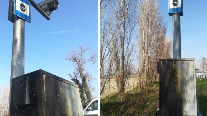L'autovelox lungo la Romea bruciato dai vandali