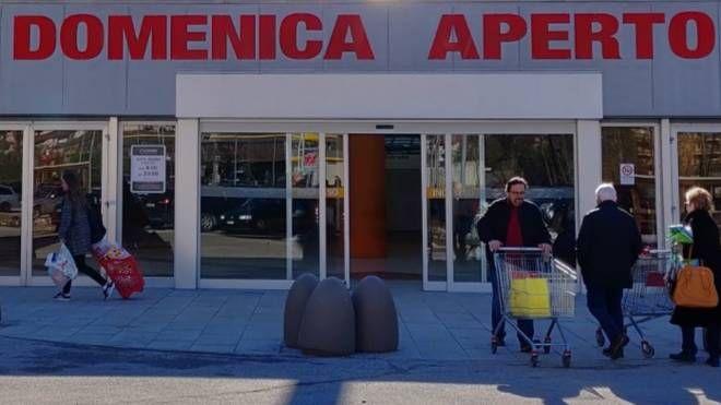 Supermercato aperto la doemnica