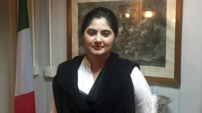 Memoona Safdar, 23 enne pakistana