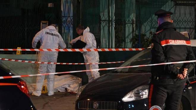 Omicidio a Mugnano di Napoli tra la folla del mercato (Ansa)