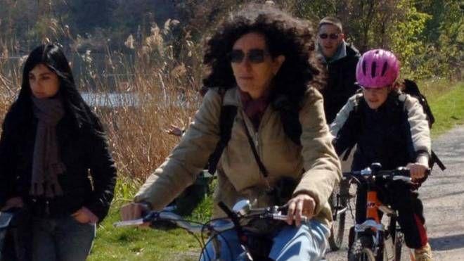 IN BICI Una pista ciclopedonale lungo il fiume