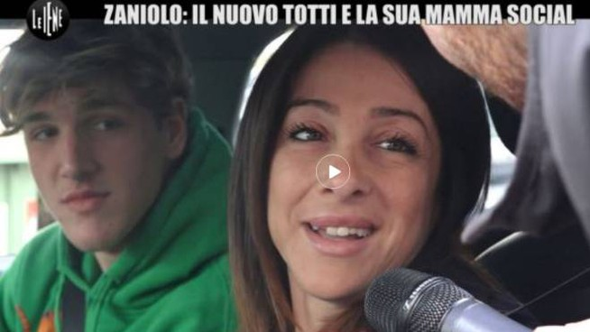 Nicolò Zaniolo e la mamma Francesca Costa durante l'intervista de Le Iene