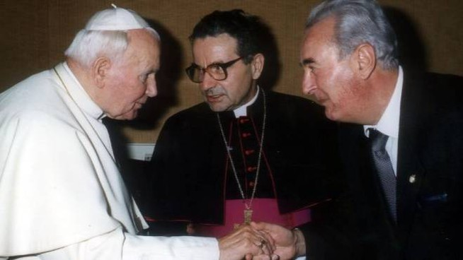Alfredo Santini (a destra) con papa Woytjla e l'allora arcivescovo di Ferrara Carlo Caffarra