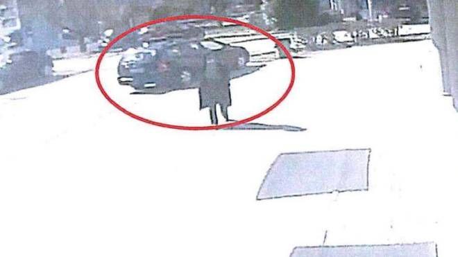 La stalker in azione ripresa dai video