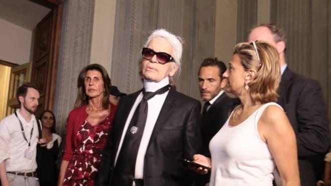 Firenze, 2016. Karl Lagerfeld visita la sua mostra a Palazzo Pitti