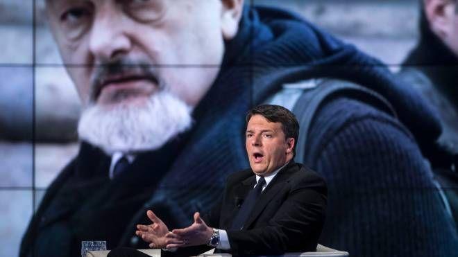 Matteo Renzi e sullo sfondo il padre Tiziano (ImagoE)