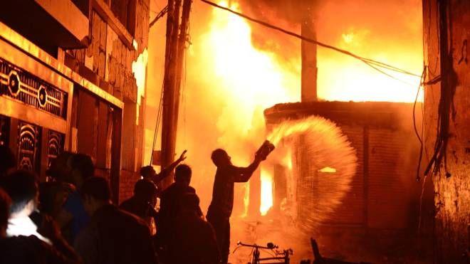 Incendio a Dacca, capitale del Bangladesh (Ansa)