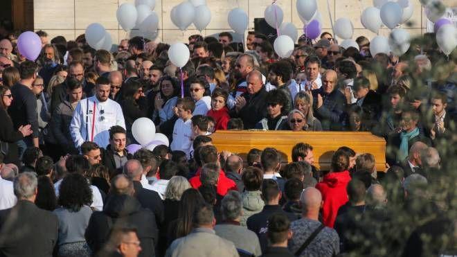 I funerali di Alessio Carmagnini (fotocronache Germogli)