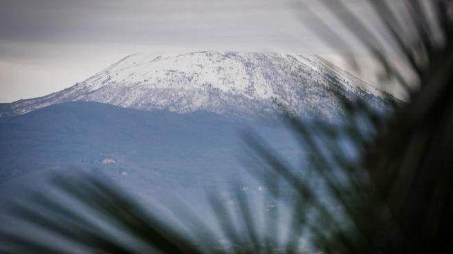 Neve sul Vesuvio (Ansa)