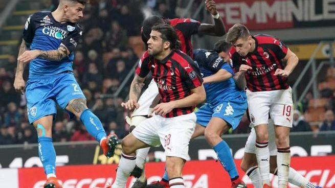 Un colpo di testa di Giovanni Di Lorenzo durante Milan-Empoli (Ansa)