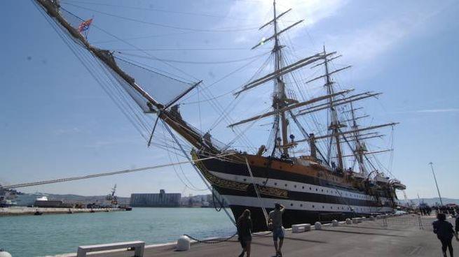 Tanti auguri Amerigo Vespucci: compie gli anni il veliero simbolo ...