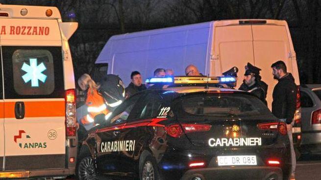 I soccorsi e i carabinieri sul luogo del delitto