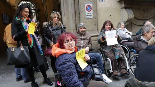 Firenze, protesta dei disabili davanti al Consiglio regionale (New Press Photo)