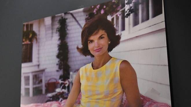 Un ritratto di Jackie Kennedy esposto a Bologna (Fotoschicchi)