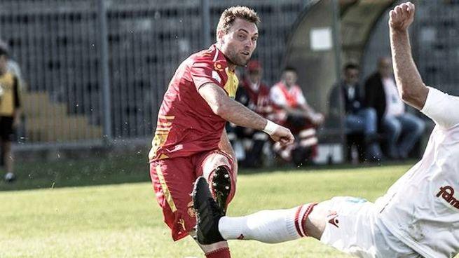 Alfonso Selleri, centrocampista goleador, ha deciso la sfida contro il Renate