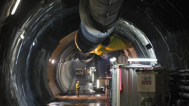 Operai al lavoro nel cantiere della Tav a Saint Martin la Porte (Ansa)