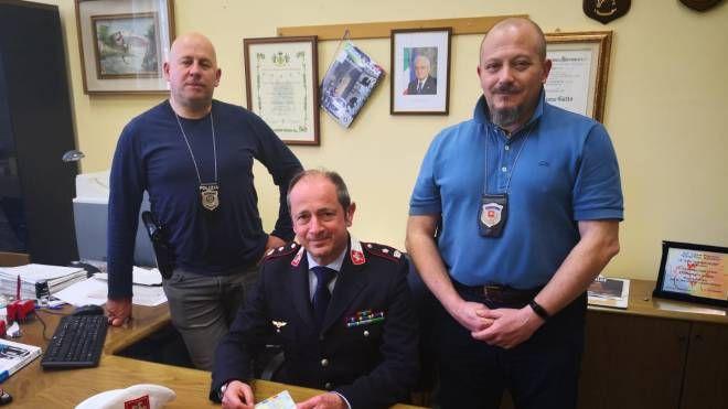 Il comandante Gatto insieme agli agenti della polizia municipale