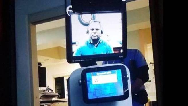 Un robot mostra video in sui il medico informa il paziente che è terminale (facebook)
