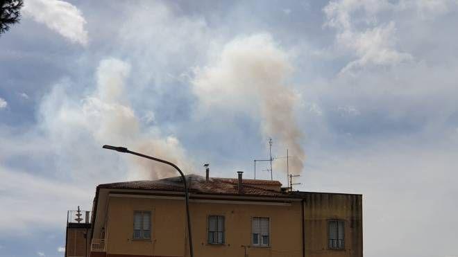Incendio a Fermo in un condominio