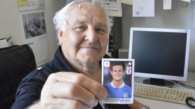 Rodolfo Becheri mostra orgoglioso la foto del nipote Alessandro Diamanti (foto Attalmi)