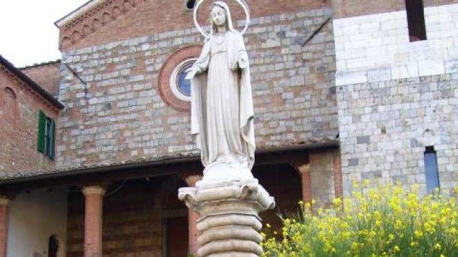 La Madonna da cui è stata rubata la corona