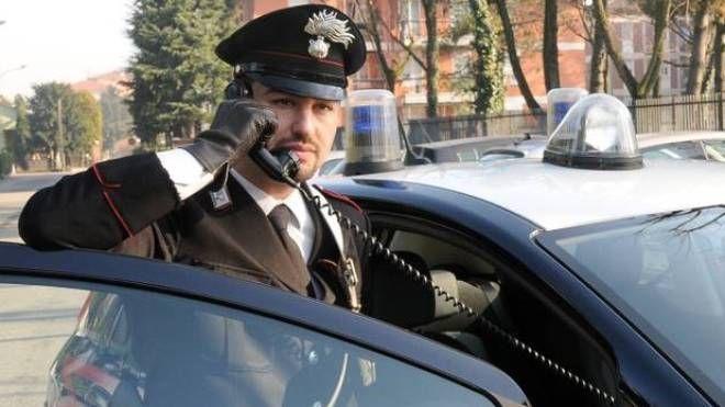 Il rapinatore è adesso ricercato dai carabinieri